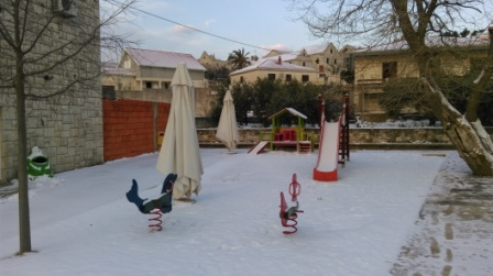 Snježni pokrivač i u našem dvorištu